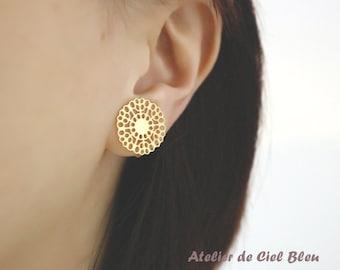 Filigree Earrings, Filigree Clip On Earrings, Gold Plated Lace Filigree Clip On Earrings, Non Pierced Earrings, Flower Clip On Earrings