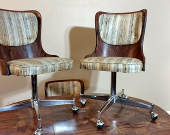 Mid Century Daystrom Dinnette Set with Four Chairs and Table