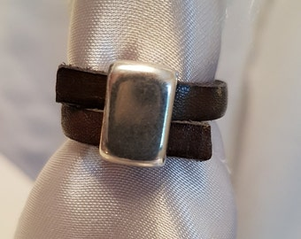Leather ring with ZAMAK ring bead LR5-19