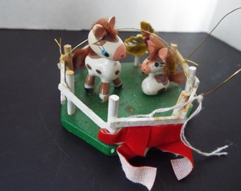 1977 wooden coral with 2 Palmino horses Christmas ornament Kurt Adler equestrian farm ranch