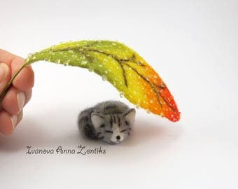 Sleeping cat needle felted, miniature animal, cat for dollhouse, animal for dollhouse, grey cat, OOAK cat,  miniature cat, tabby cat