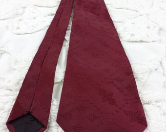 Regal Polyester wide neck tie 1970s 70s dark red maroon wine jacquard funky hipster prom