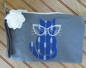 Cat wristlet with flowers