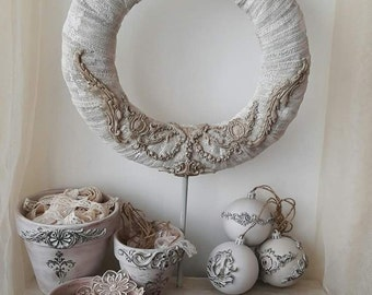 Shabby ornaments wreath on foot