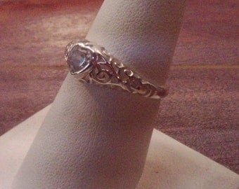 925 Sterling Silver Filigree Ring with Heart Shape Rhinestone Womens Ring Size 8-1/2