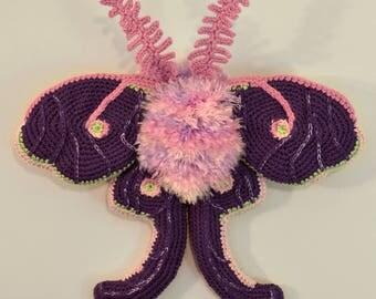 Berrygum Bubblepuff ze Bebe Mof / Crochet Luna Moth Soft Sculpture / Handmade Amigurumi Moth Wall Art