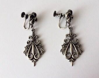 Vintage 1930's Silver Black Ornate Fleur De Lis Dangle Drop Screw Back Statement Earrings Art Deco Art Nouveau