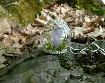 """Pendant """"PAMUYA"""" with real Amethyst, Terrarium Pendant, Real Moss, Crystal Necklace, Terrarium Jewelry, White Flowers"""