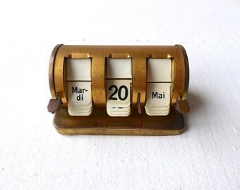 Ancien Français Calendrier perpétuel métal doré années 50 Vintage french perpetuel calendar gold iron french office accessoire de bureau