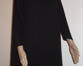 The soft beautiful Black Jersey long sleeve trapeze dress, his collar stoup, his belt and its passersby