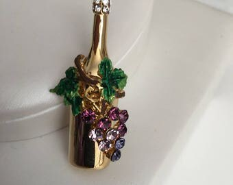 Wine bottle  with Grapes Pin/Brooch