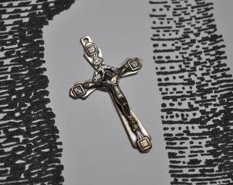 Crucifix pendant in silver