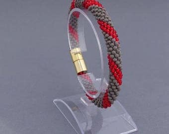 Elegant beaded bracelet crochet - magnetic closure