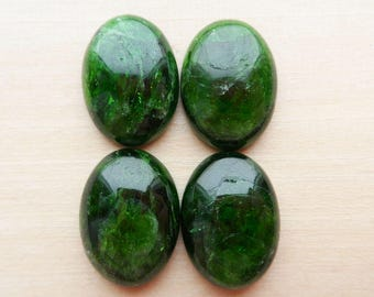 Chrome Diopside Cabochon set