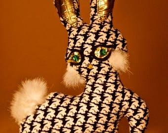 Bunny hypnotized in the Emerald eyes