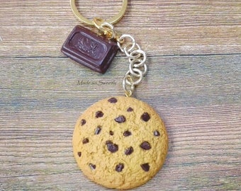 Chocolate chip cookie cookie Keychain in fimo.