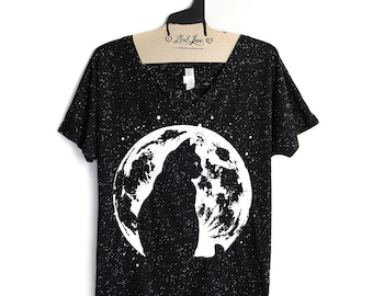 XL-Flowy Speckle Black V-Neck Tee with Cat Moon Screen Print