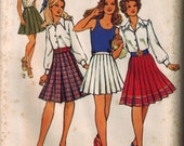 1971 Simplicity 9630 Sewing Pattern Vintage Retro Pleated Skirts Size 16