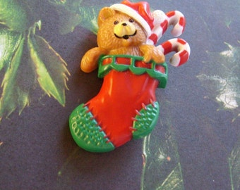 Vintage 1985 Hallmark Bear Pin Christmas