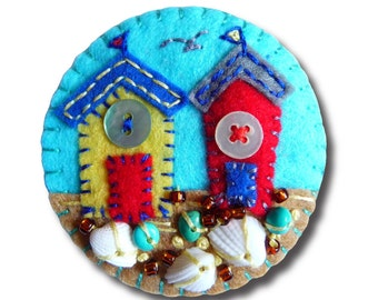 ES712/085  Beside The Seaside Theme -  Beach Hut Handmade Felt Brooch