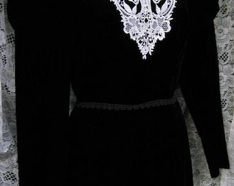 BLACK VELVET dress gown with lace white collar, Black White Cocktail Party dress Victorian style vintage 1980s 80s dress, black formal dress