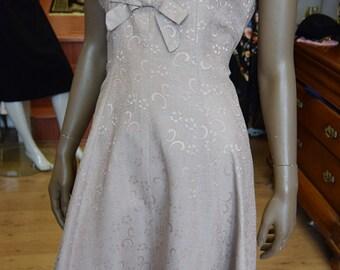 """1960's Dusky Rose Brocade Dress 38"""" bust 32"""" waist"""