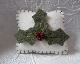 Holly Felt Pincushion Wool Felted Christmas Berries Berry  Quilt Sewing