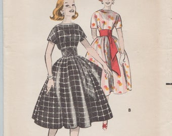 Butterick 8505 / Vintage 50s Sewing Pattern / Dress / Size 12 Bust 32