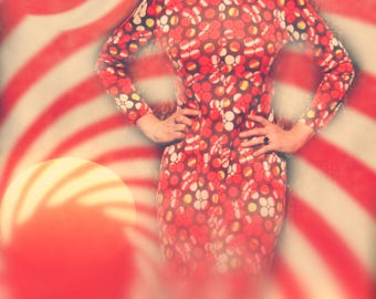 Size Medium... 1960s Vintage Pop Art Maxi Dress... 60s Psychedelic Dress... Circles and Spirals