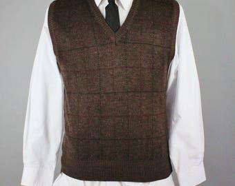 Mens Sweater Vest. Pullover Sweater Vest. Golf Sweater Vest. Brown Sweater Vest. Vintage. Size Medium. GOGOVINTAGE