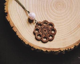 boho wooden flower necklace.