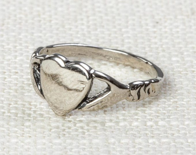 Heart in Hands Vintage Ring Silver US Womens Sizes 7D