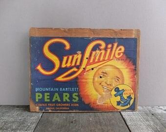 Vintage SunSmile Pears Box End Label / Vintage Fruit Crate / Vintage Fruit Label