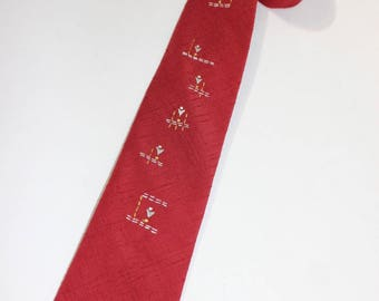 """vintage 1950's Men's neck tie. Crosshatch woven Dacron in Brick Red with funky embroidery. No labels...2 5/8"""" Width."""