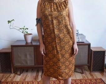 Vintage 1960s/1970s Women's Handmade Mock Neck Sleeveless Dress