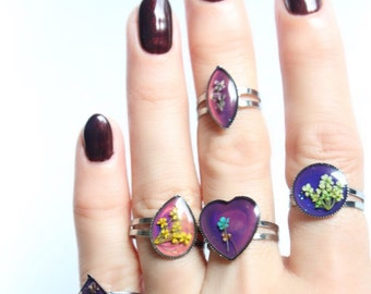 Vintage Mood Rings with Tiny Pressed Flowers inside Tumblr Pastel Goth