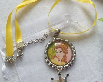 10 Belle Necklaces Party Favors.