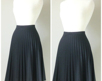 Vintage BLACK PLEATED MIDI Skirt/size Small-Medium