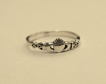 Cute Vintage 925 Sterling Silver Claddagh Stacking Ring