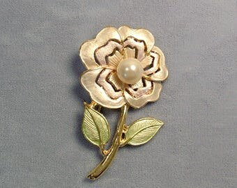 Pearl Flower Vintage Brooch ~ Cabbage Rose Flower Pin ~ Single White Flower ~ Goldtone Enamel Flower with Pearl - Pin from the 1980's