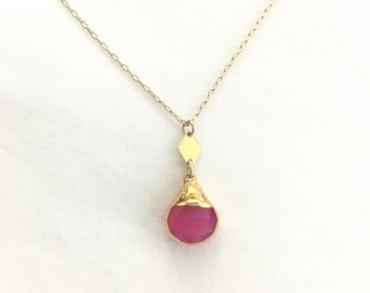 Pink jade pendant necklace