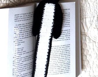 Penguin cotton crocheted bookmark