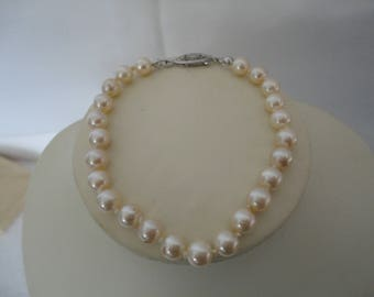 Vintage Classic Single String Ivory Faux Pearl Bracelet with Filigree Silver Tone Clasp  - Wedding/Bridal/Gala/Cruise/Ball - 1950's