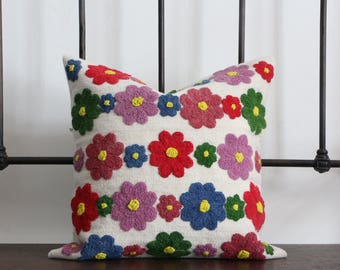 Decorative cushion handwoven white with flowers