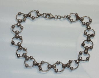 "BR792 Vintage Estate Sterling Silver Delicate Studded Circles Hoops Loops Chain Bracelet 7.5"" Long 925 Jewelry Jewellery for Her"