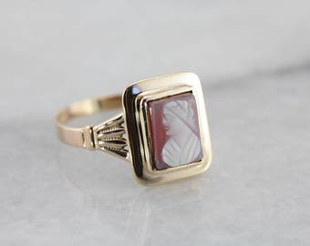 Vintage Hardstone Cameo Solitaire Ring in Rosy Yellow Gold 8J1CQ7-R