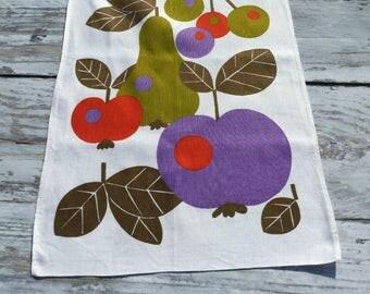 Retro Kitchen Towel . Mod Towel . Seventies Towel . Apple, Pear and Cherries . Vintage Tea Towel . Fruit Print .Vintage Dish Towel  .
