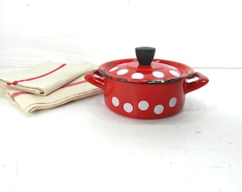 Cute little enamelware cooking pot with lid, red white polka dot enamelware, French vintage, French enamelware, French cookware, French chic