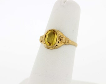 10 karat yellow gold ring with Yellow Center