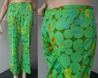 Green 70s Pants With Flowers // Flares